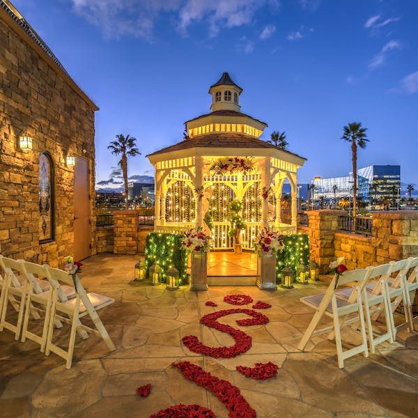 Las vegas wedding chapels vegas weddings gazebo wedding in las vegas outdoor terrace gazebo junglespirit Images