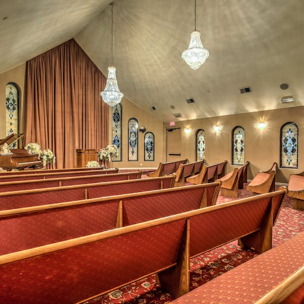 traditional wedding chapel in las vegas