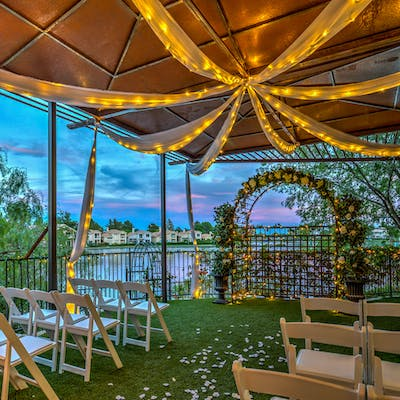 Outdoor wedding locations in Las Vegas by the Lake