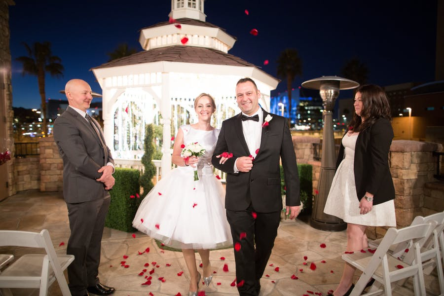 Wedding In Vegas.Vegas Wedding Venues For Small Weddings Of 2 100 For 199 2999