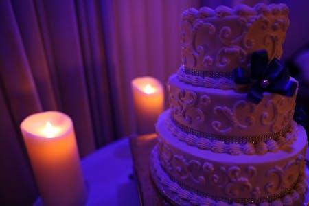 A Candlelit Wedding Cake
