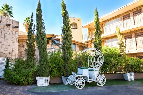 Vegas Outdoor Strip Chapel & Wedding Carriage